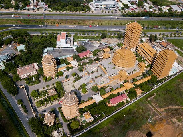 Ngôi chùa ở Sài Gòn có 4 bảo tháp lớn nhất Việt Nam