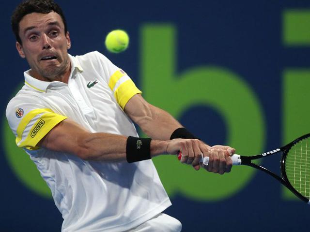 Bautista Agut phong độ cao vào chung kết Qatar Open, Medvedev thẳng tiến ở Marseille