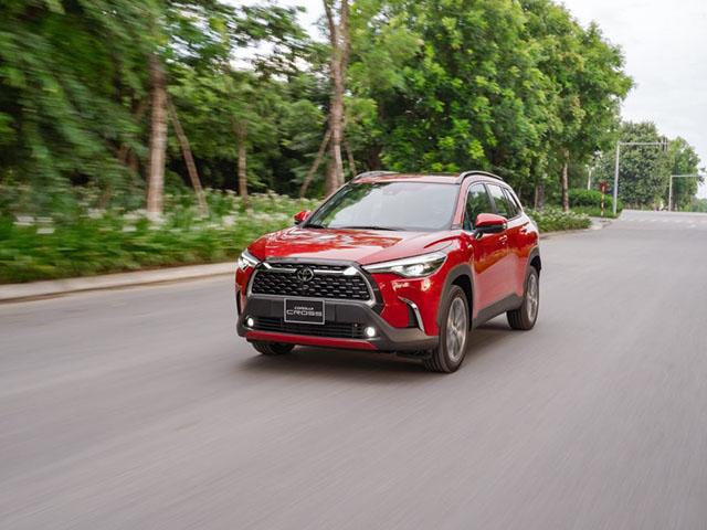 Giá xe Toyota Corolla Cross lăn bánh tháng 3/2021