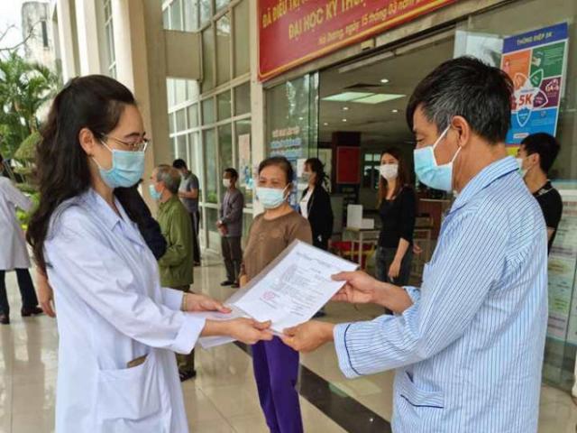 """Bệnh nhân nặng ở Hải Dương vừa được chữa khỏi COVID-19: """"Các bác sĩ đã sinh ra tôi lần 2…"""""""