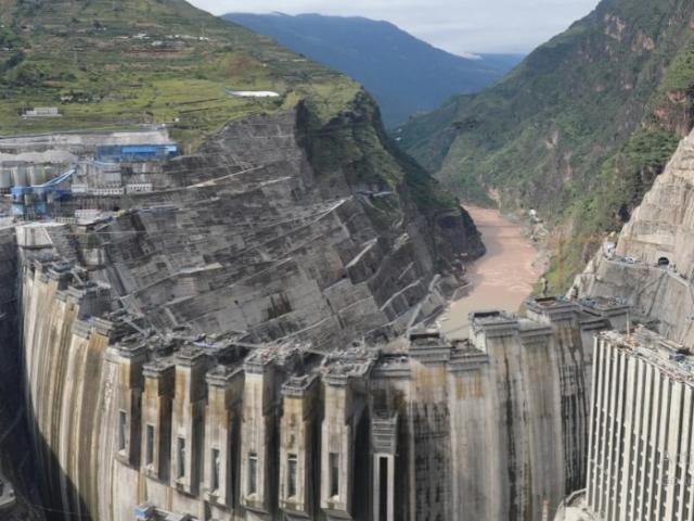 Bằng cách nào TQ xây đập vòm cong lớn nhất thế giới vượt tiến độ đập Tam Hiệp?