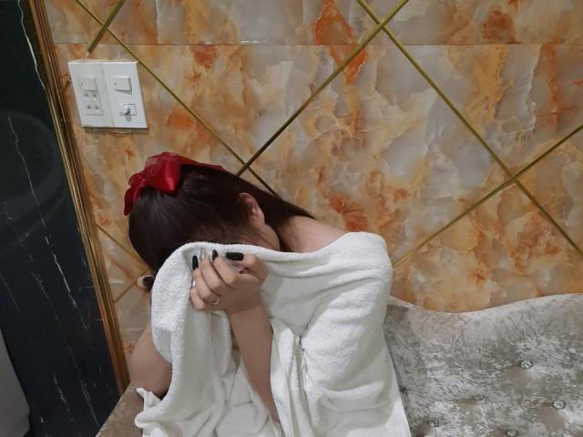 Nữ nhân viên massage khỏa thân kích dục cho khách ở Đồng Nai