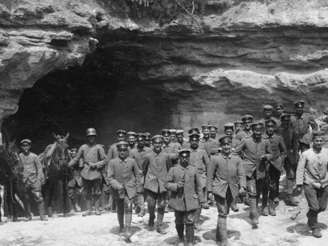 """270 lính Đức mắc kẹt trong hầm ở Thế chiến I: Kẻ tự sát, người nhờ đồng đội """"kết liễu"""""""