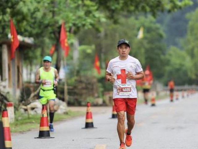 Ông Đoàn Ngọc Hải giành huy chương trong giải marathon tại Quảng Bình