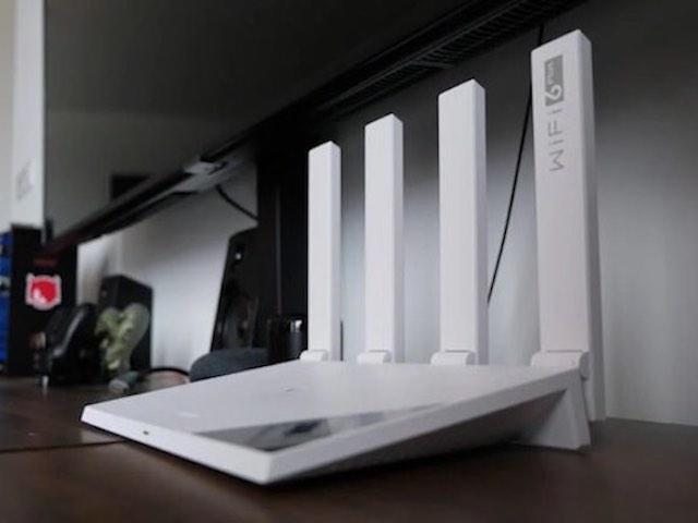"""Huawei WiFi AX3: Router """"4 râu"""" giúp kết nối internet một chạm"""
