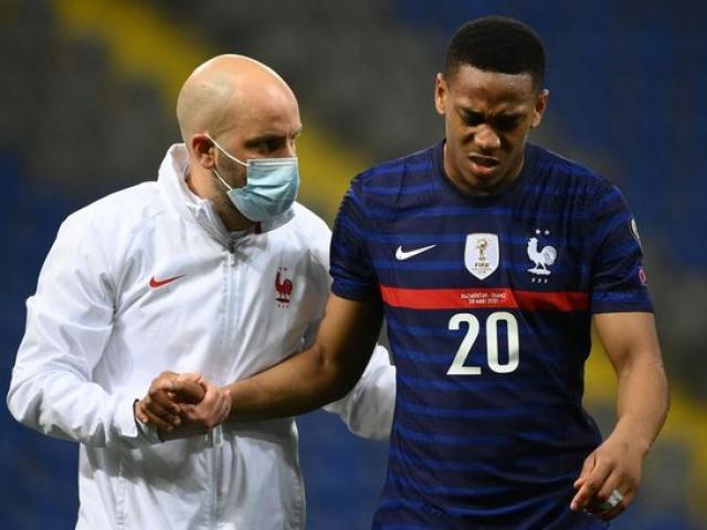 Martial - Pogba báo tin xấu, MU lo lắng giữ ngôi nhì bảng Ngoại hạng Anh