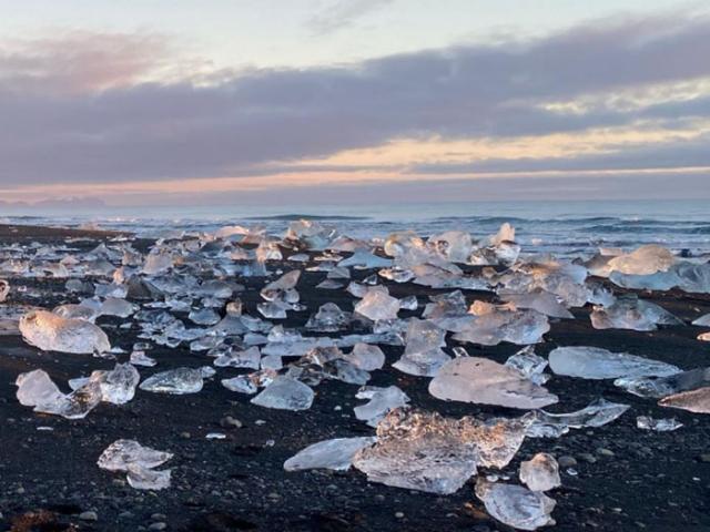 """Bãi biển """"kim cương"""" tuyệt đẹp ở Iceland"""