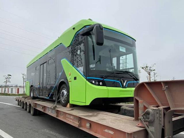 Xe buýt điện VinFast được vận chuyển về Hà Nội, sẵn sàng hoạt động