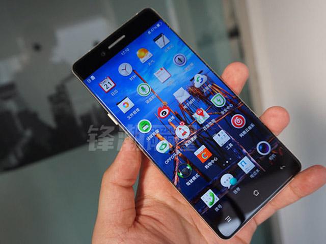 """""""Choáng"""" bộ ảnh điện thoại Oppo R7 không viền màn hình"""
