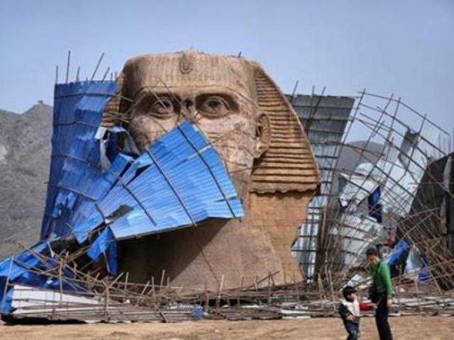 Bị chê tơi bời, TQ buộc phá dỡ tượng nhân sư nhái
