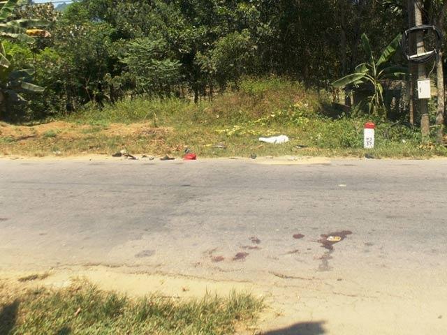 2 xe máy tông nhau trong đêm, 4 người tử vong