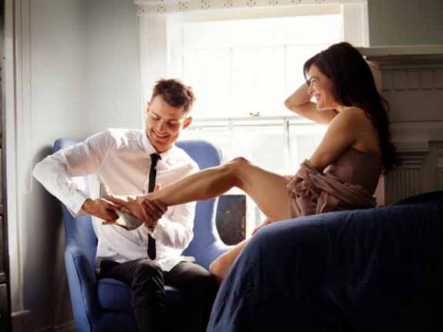 Vào nhà nghỉ cùng tình cũ, sốc với tin nhắn từ chồng