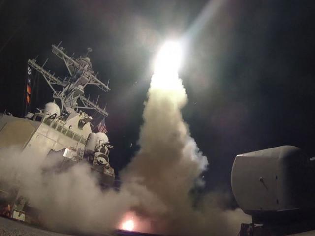 """Vì sao """"rồng lửa"""" S-400 Nga không đánh chặn Tomahawk Mỹ?"""