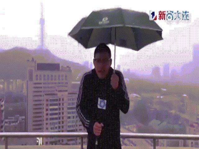 Video: MC Trung Quốc bị sét đánh trúng khi đang dẫn chương trình