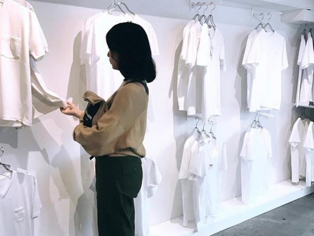 """Kỳ lạ shop """"chảnh chọe"""" chỉ bán áo thun trắng vào thứ 7 đắt hơn tôm"""