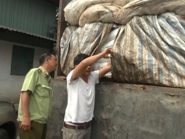 Phát hiện 50 tấn đường lậu ngụy trang phế liệu