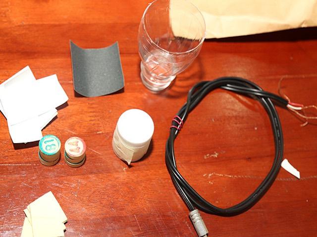 Hướng dẫn làm tai nghe từ những vật liệu tái chế