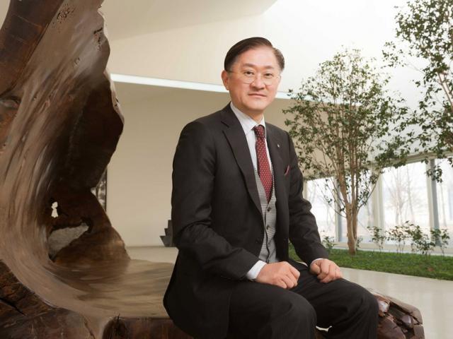 Bí quyết thành công của ông trùm mỹ phẩm giàu thứ 2 Hàn Quốc