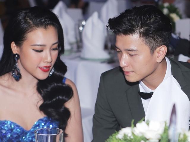 Huỳnh Anh, Hoàng Oanh ngồi bên nhau thân mật hậu chia tay