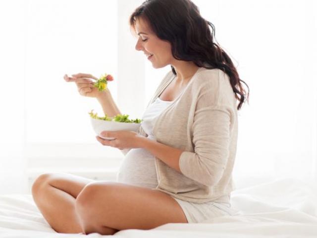 5 thói quen liên quan đến thực phẩm bà bầu cần lưu ý