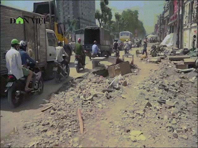 Clip: Nguy hiểm rình rập trên con đường nghìn tỷ ở Hà Nội