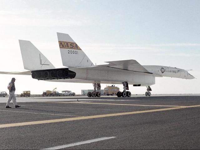 Bên trong máy bay ném bom lớn và nhanh nhất của Mỹ