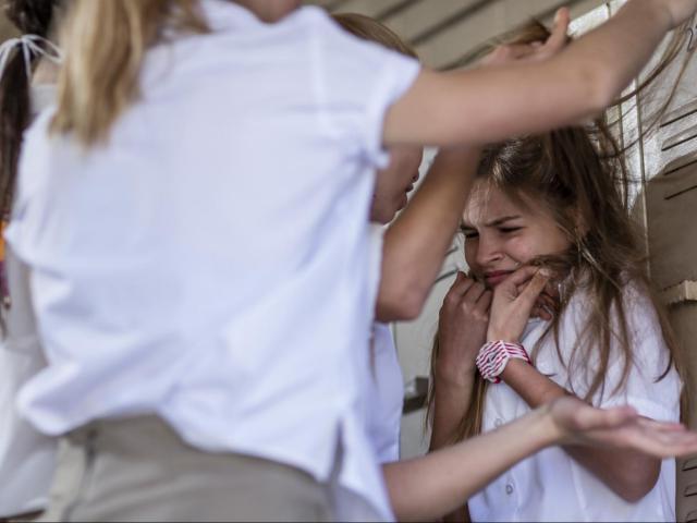 Giáo viên hoàn toàn có thể ngăn chặn bạo lực học đường nhờ 9 cách này