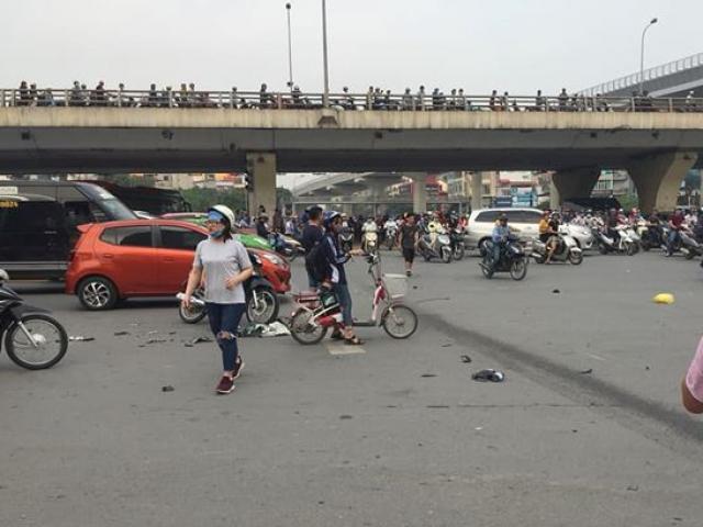 Nữ tài xế Mercedes tông hàng loạt xe máy khai đạp nhầm chân ga