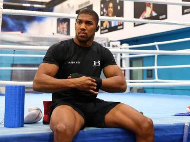 """Bị chê """"chỉ to xác"""": Vua boxing Joshua nổi điên dọa hành hạ đối thủ"""