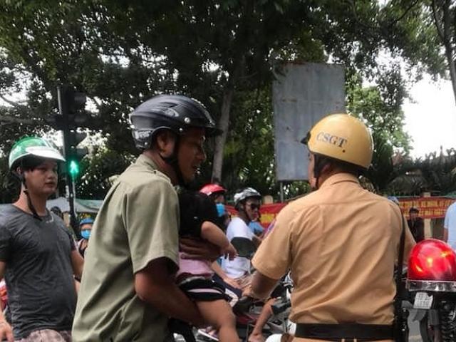 CSGT năn nỉ người cha để đưa bé gái đi cấp cứu sau tai nạn