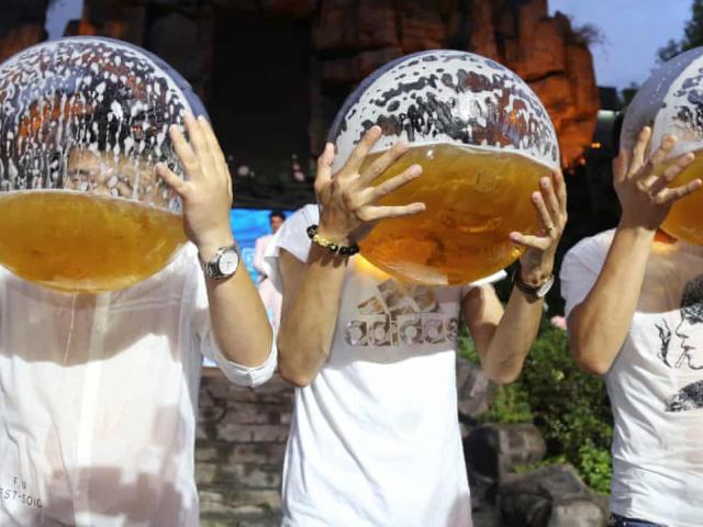 """Báo nước ngoài xếp người Việt vào """"đội"""" uống rượu bia tăng vọt như TQ, Ấn Độ"""