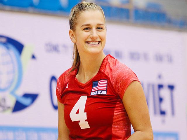"""Nữ thần bóng chuyền """"gây sốt"""" ở Việt Nam: Nụ cười mê hoặc"""
