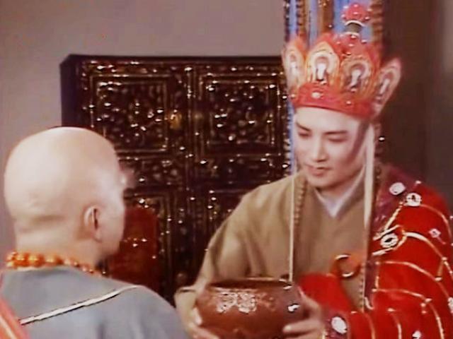 Vì sao Đường Tăng mặc áo cà sa gấm đi tu hành, dùng bát bằng vàng để đổi chân kinh?
