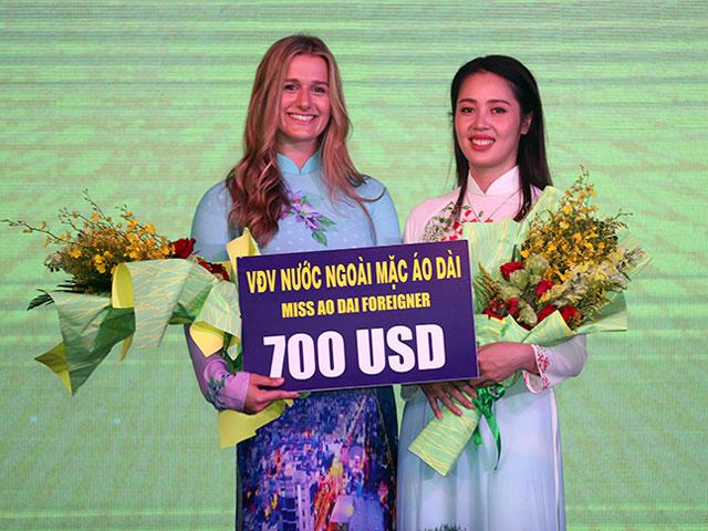 """Nữ thần bóng chuyền """"gây sốt"""" ở Việt Nam đọ sắc hot girl Thu Hoài"""