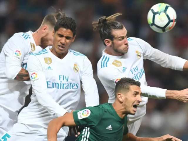 Trực tiếp Real Madrid - Real Betis: Benzema sút trúng cột dọc