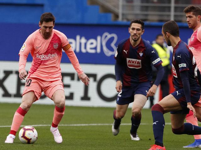 Eibar - Barcelona: Messi rực rỡ cú đúp, rượt đuổi 4 bàn siêu kịch tính