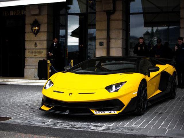 """""""Siêu bò"""" Lamborghini Aventador SVJ về tay vị đại gia thích """"màu vàng"""""""