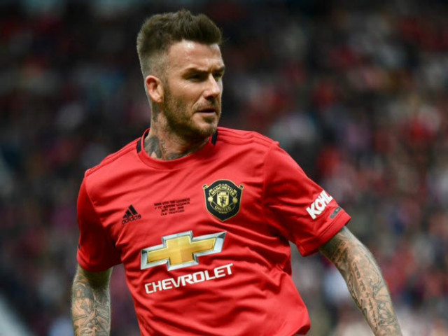 """Huyền thoại MU đè bẹp Bayern: Beckham tạt bóng """"thần sầu"""", triệu fan mê mẩn"""