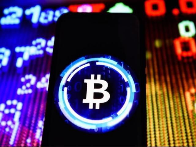 """Bitcoin tăng sốc, """"dân chơi"""" lãi gấp đôi nếu kiên trì nắm giữ từ đầu năm"""