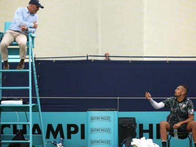 """""""Gã điên"""" Kyrgios lại làm loạn tennis: """"Phũ"""" với Murray, chửi đổng trọng tài"""