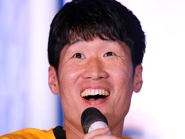 """Đặng Văn Lâm """"tim đập chân run"""", Park Ji Sung nhắn gửi HLV Park Hang Seo"""