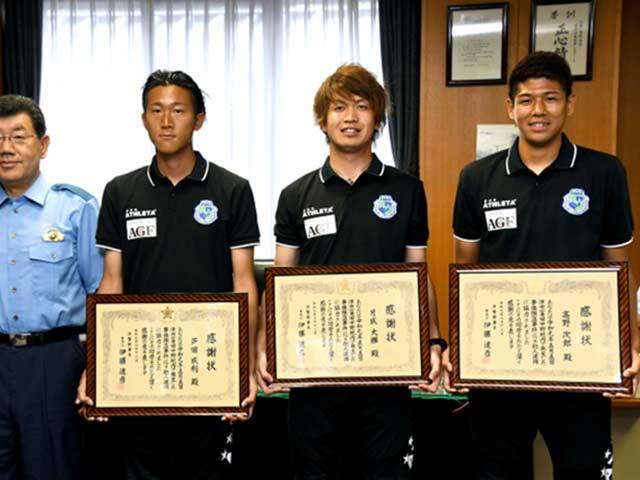 Bóng đá sốc nhất tuần: 3 cầu thủ Nhật bắt cướp không cần dùng tay