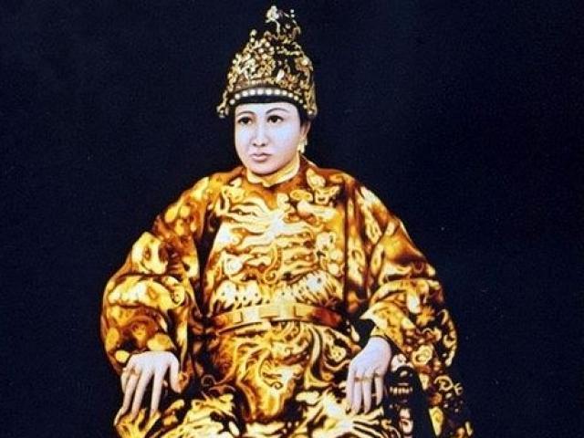 Ông vua nào không có con đẻ dù lấy cả trăm vợ
