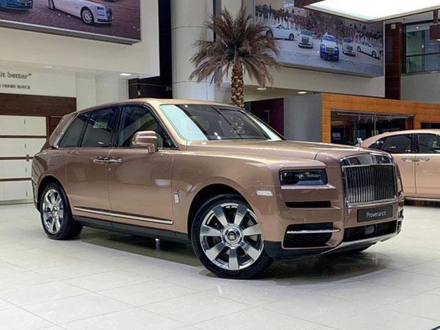 Ngắm nhìn Rolls-Royce Cullinan phủ màu vàng Petra Gold sang trọng và đắt đỏ