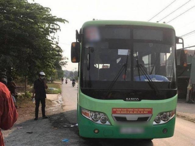 Nữ tiếp viên xe buýt ở TP.HCM bị khách đâm chết