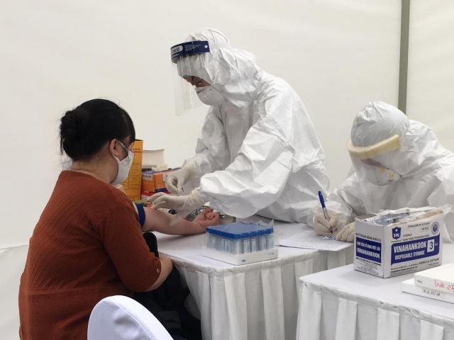 Xét nghiệm test nhanh: Cẩn thận nhầm Covid-19 với sốt xuất huyết
