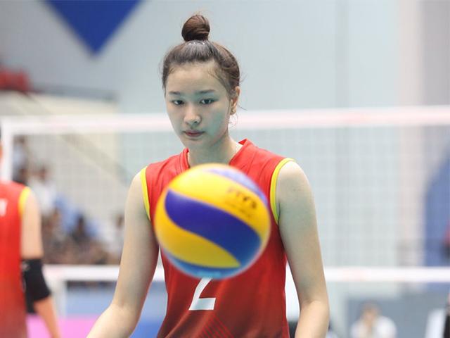 Hot girl bóng chuyền Kim Thanh tập luyện độc đáo mùa Covid 19