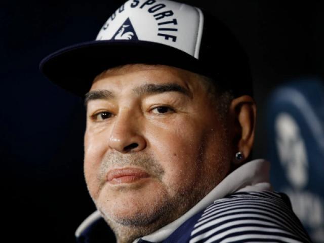 Huyền thoại Maradona điên tiết vì bị giảm lương, nghi nhiễm Covid-19