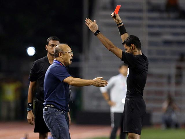 HLV Park Hang Seo nguy cơ bị cấm chỉ đạo ở AFF Cup, VFF nói gì?