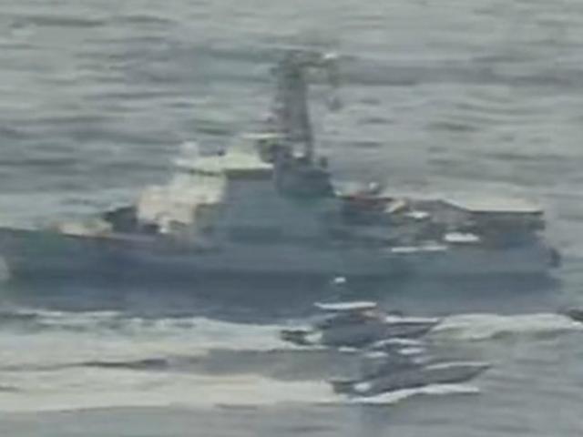 Cận cảnh 11 xuồng cao tốc Iran áp sát nguy hiểm tàu chiến Mỹ